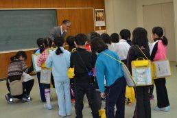 稲津小学校2年生が公民館見学