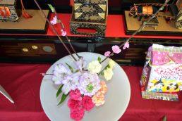 桃の節句 公民館の桃も開花