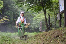 小里城跡顕彰会 雨の中整備作業