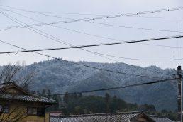 小里の山 薄っすら雪化粧